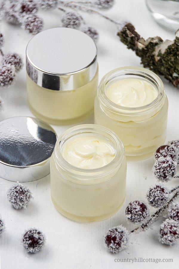 Seva de mesteacăn conferă pielii un aspect luminos și sănătos.
