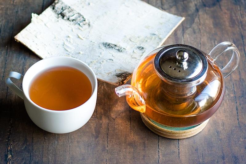 Ceaiul din scoarță de mesteacăn, bun detoxifiant hepatic și renal.